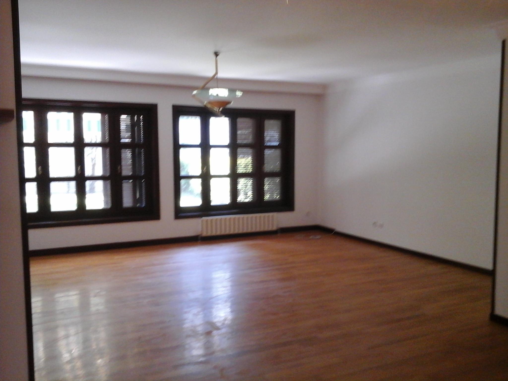 UNFURNISHED 3 FLOORS HOUSE IN MESA KORU WITH GARDEN